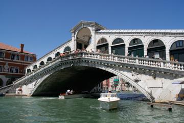 Führung in kleiner Gruppe: Spaziergang Best of Venice und Taxifahrt...