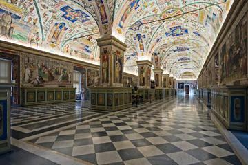 Kveldsomvisning i Vatikanet med middag på Cortile della Pigna