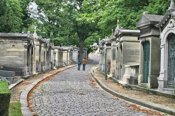 Promenade à pied dans le cimetière du...