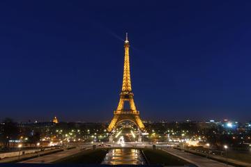 Saltafila: tour della Torre Eiffel di sera