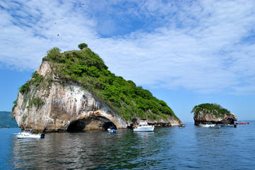 Half Day Sightseeing & Snorkeling Tour With Buffet Lunch and Open Bar