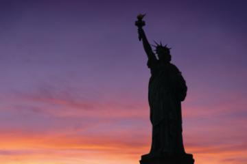 Avondrondvaart langs het Vrijheidsbeeld