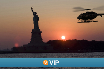 VIP Viator: survol de nuit en hélicoptère de New York et croisière...
