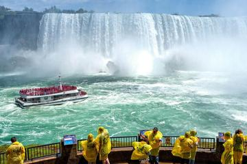 Magnificent Tour of Niagara Falls with Cruise Journey Behind the falls and Lunch