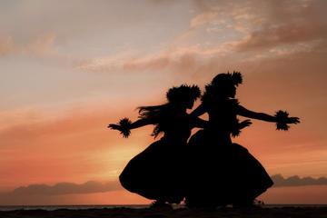 Maui, solnedgangssejltur med middag kombineret med Royal Lahaina Luau