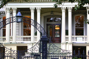 Walking New Orleans: 30 Tours Exploring Historic Neighborhoods, Waterfront Distr