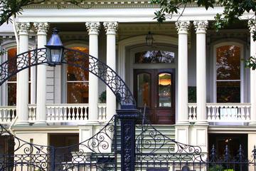 Tour a pie por el distrito Garden: Mansiones y Lafayette Cemetery