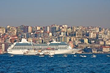Transfer bei der Anreise am Hafen von Istanbul: Fahrt vom...