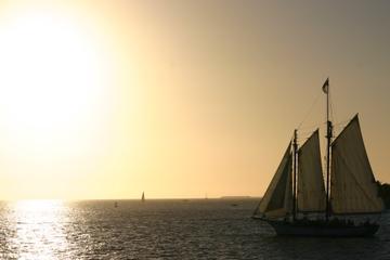 Cruzeiro ao pôr do sol com champanhe em escuna em Key West