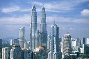 Kuala Lumpur Petronas Twin Towers, Petrosains & Aquaria KLCC Guided Tour