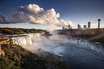 3日間のツアー: ニューヨーク発フィンガーレイクス、ナイアガラの滝、トロント…