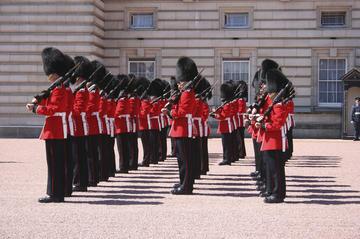 ロンドン終日観光ツアー:ロンドン塔、衛兵交代式…