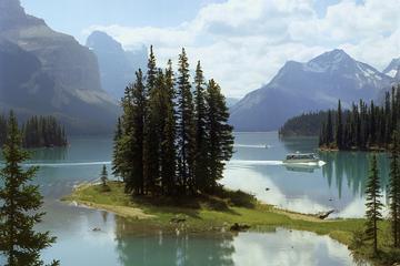 Parc national de Jasper: vallée de Maligne, lac Medicine et île...