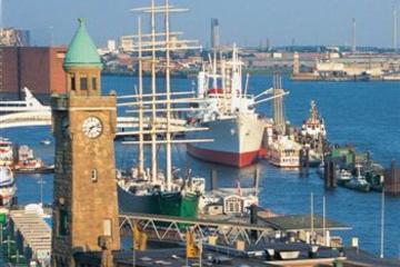 Tour a orillas del río de Hamburgo...