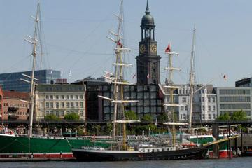 Tour hop-on/hop-off di Amburgo; autobus rosso a due piani