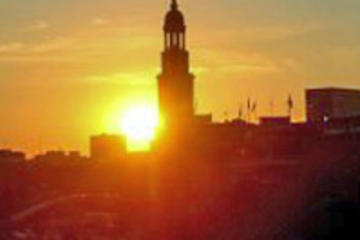 Tour por la ciudad iluminada de Hamburgo y crucero nocturno