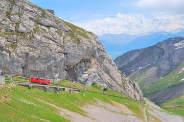 Dagstur om sommeren fra Luzern til fjellet Pilatus