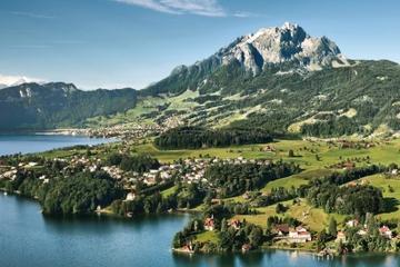 Dagstur om sommeren fra Zürich til fjellet Pilatus