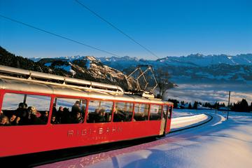 Dagstur om vinteren fra Zürich til fjellet Rigi