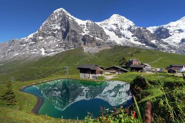 Viagem diurna aos Alpes Suíços saindo...