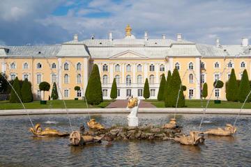 Peterhof Großer Palast und Gärten...