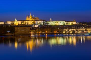 Crucero con cena bufé por Praga con...