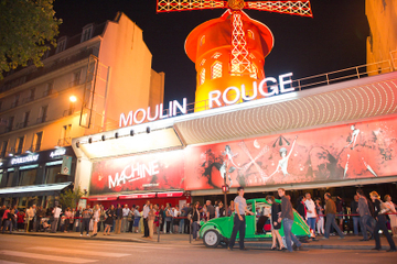 Visite privée: transfert aller-retour au Moulin Rouge en 2CV vintage