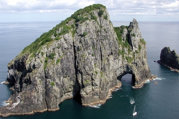 """El crucero """"Agujero en la Roca"""" al cabo Brett sale de Auckland"""