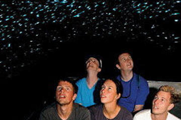 Excursão de descoberta nas Cavernas Waitomo Glowworm de Rotorua