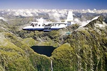 Ganztagesausflug ab Queenstown zum Milford Sound und Rundflug