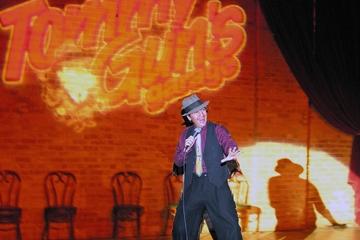 Diner en voorstelling van Tommy Gun's Garage