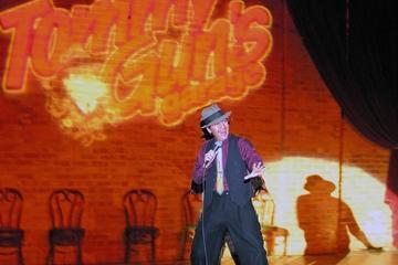 Middag og show i Tommy Gun's Garage