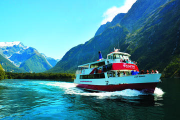 Crucero para conocer la naturaleza de Milford Sound