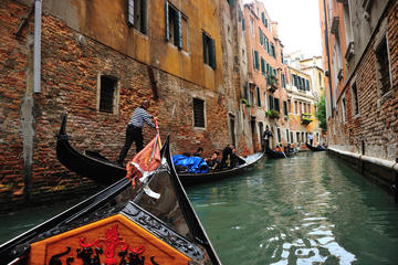 Private romantic gondola ride in Venice