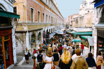 Venice: 2-hour private tour of its legends with the Rialto market
