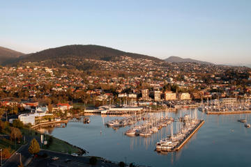 Tasmania Super Saver: Hobart Sightseeing Coach Tram Tour plus Port...