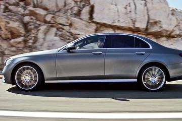 Arrival Private Transfer Paris Airport CDG to Paris City in Business...