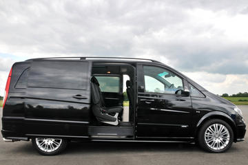 Catania Airport CTA Arrival Private Transfer to Syracuse City in Luxury Van