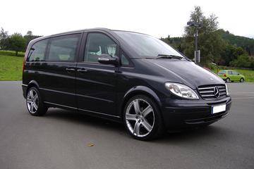 Munich Airport Private Transfer to Munich City in Luxury Van