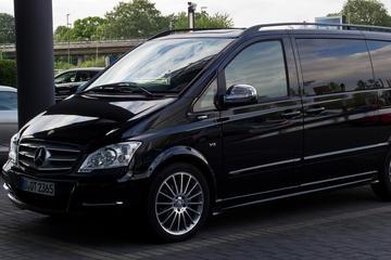 Vienna City Departure Private Transfer to Vienna Airport VIE in Luxury Van
