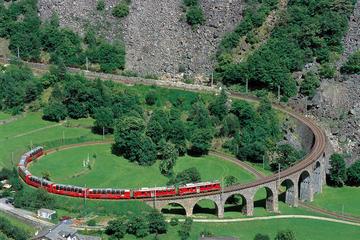 Bernina-Express-Panoramafahrt mit dem Zug von Chur