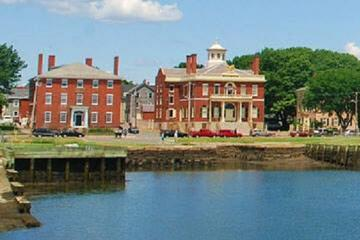 Book Experience Salem Combo: Two Afternoon Tours Plus One Haunted Evening Tour on Viator