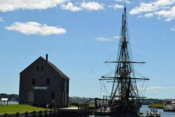 Salem Walking Tour Combo: Daytime Tour Plus Haunted Evening History...