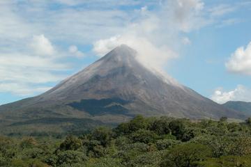 Caminata de medio día hasta el volcán Arenal en Costa Rica