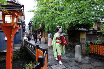 Private Kyoto Walking Tour with a Photographer