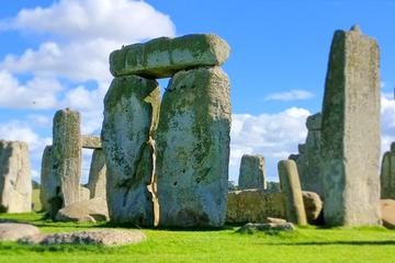 Private Guided Tour of Stonehenge and...