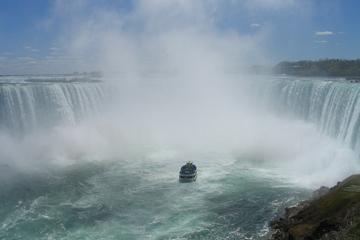 Private Tour and Transfer from Toronto International Airport to Niagara Falls, Canada