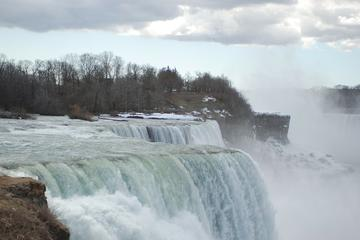 Private Tour and Transfer from Toronto to Niagara Falls