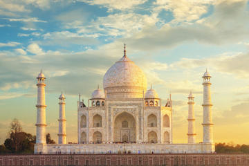 Private Tour Of Magnificient Monument Taj Mahal In 1 Day With 5 star Lunch