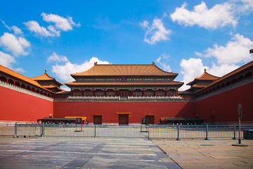 Beijing Private Tour: Forbidden City and Simatai Great Wall Plus Night Visit of Gubei Water Town with Lunch